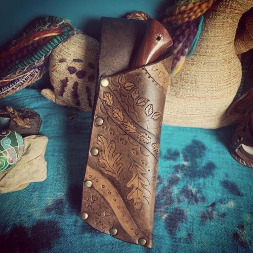Leather knife sheath with Oak and Leaves